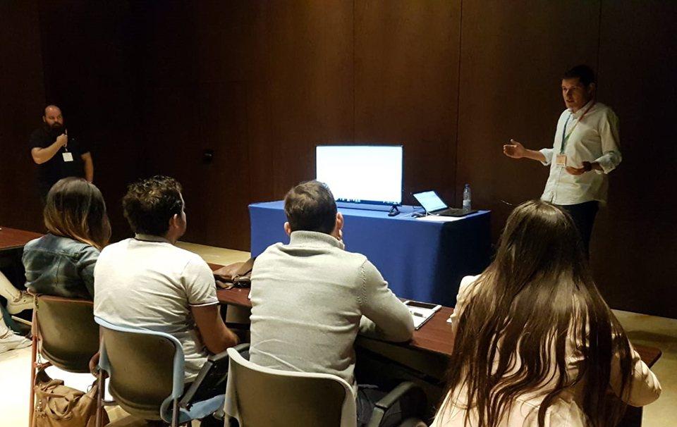 Javier Funes y David Comino, durante el taller de Grupo [...]</p srcset=