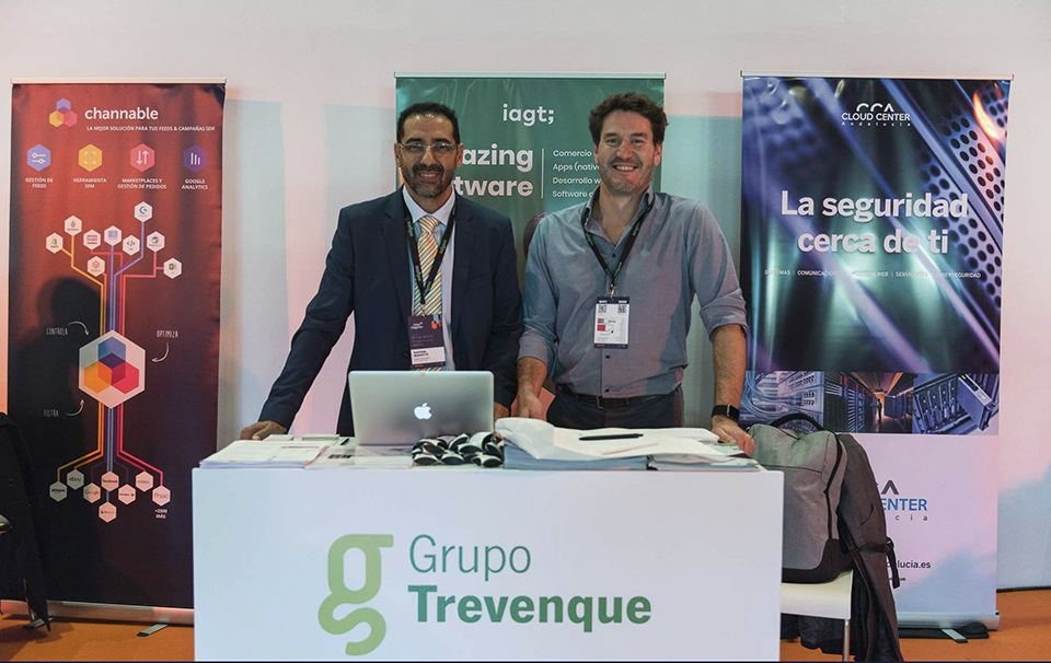 Rafael Maroto y Pablo Hidalgo, en el stand de Grupo Trevenque en Meet Magento Spain 2019